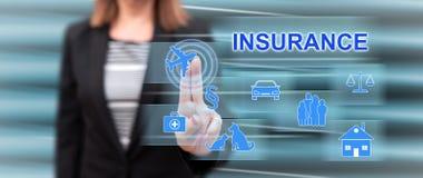 Vrouw wat betreft een verzekeringsconcept stock afbeeldingen