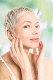 Vrouw wat betreft haar gezicht Royalty-vrije Stock Fotografie