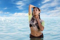 Vrouw in water Stock Foto's