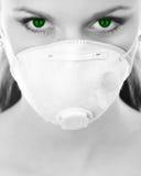 Vrouw in wit ademhalingsapparaat Royalty-vrije Stock Foto's