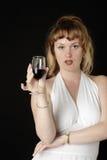 Vrouw in wit dat een glas wijn heeft Royalty-vrije Stock Foto's