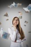Vrouw in wit en Euro Royalty-vrije Stock Afbeeldingen