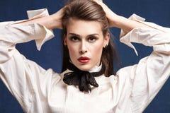 Vrouw in wit overhemd Royalty-vrije Stock Foto's