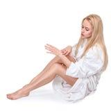 Vrouw in witte badjas Royalty-vrije Stock Fotografie