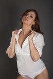 Vrouw in witte blouse Stock Afbeelding