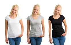 Vrouw in witte, grijze, en zwarte T-shirts royalty-vrije stock afbeeldingen
