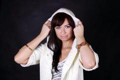Vrouw in witte kap Royalty-vrije Stock Afbeeldingen