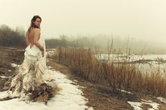 Vrouw in witte kleding Royalty-vrije Stock Afbeeldingen
