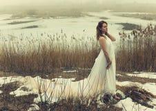 Vrouw in witte kleding Stock Foto