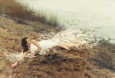 Vrouw in witte kleding Royalty-vrije Stock Afbeelding