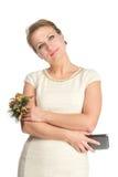 Vrouw in witte kleding met mobiel Stock Foto's