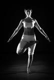 Vrouw in yogapositie Royalty-vrije Stock Afbeeldingen