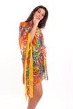 Vrouw in zijdeachtige kleding Stock Foto's