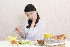 Vrouw zonder eetlust stock foto