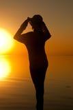 Vrouw in zonsopganglicht Royalty-vrije Stock Afbeelding