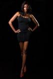 Vrouw in zwarte kleding Stock Fotografie