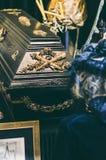 Vrouw in zwarte kleren Royalty-vrije Stock Foto