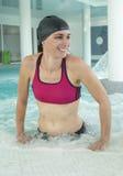 Vrouw in zwembad Royalty-vrije Stock Foto's