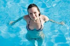 Vrouw in zwembad Royalty-vrije Stock Foto