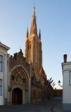 Vrouwekerk kyrka, Bruges Arkivfoton