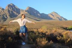 Vrouwelijk Afrikaans model op gebied royalty-vrije stock foto