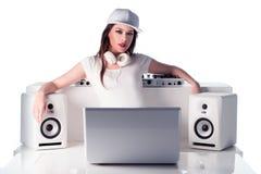 Vrouwelijk DJ met Muziekspeler, Sprekers en Laptop stock afbeeldingen