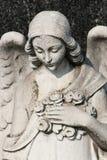 Vrouwelijk engelenbeeldhouwwerk Stock Foto