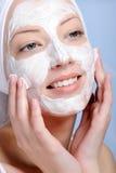 Vrouwelijk gezicht in kosmetisch masker royalty-vrije stock foto