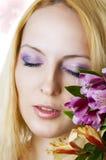 Vrouwelijk gezicht met gezonde huid en bloemen Royalty-vrije Stock Afbeelding