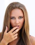 Vrouwelijk gezicht met vinger in mond Stock Afbeeldingen