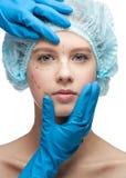Vrouwelijk gezicht vóór plastische chirurgieverrichting stock afbeelding