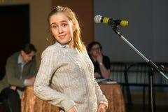 Vrouwelijk meisje bang van openbare toespraak Royalty-vrije Stock Foto