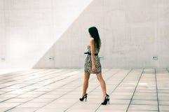 Vrouwelijk model bij manier Royalty-vrije Stock Foto's