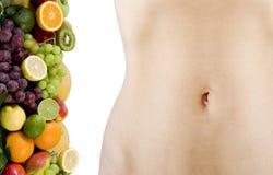 Vrouwelijk mooi lichaam en verse vruchten Stock Foto