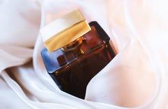 Vrouwelijk parfum royalty-vrije stock afbeelding