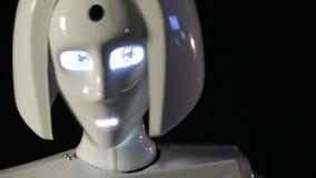 Vrouwelijk robothoofd stock footage