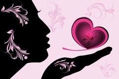 Vrouwelijk silhouet met roze hart Stock Fotografie