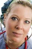 Vrouwelijk verpleegstershoofd dat met kleding is ontsproten Stock Foto