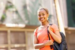Vrouwelijke Afrikaanse studentenuniversiteit stock foto