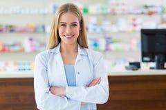 Vrouwelijke apotheker stock afbeelding