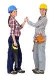 Vrouwelijke arbeiders die een pact vormen Stock Foto