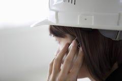 Vrouwelijke Architect Using Cell Phone Royalty-vrije Stock Foto
