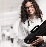 Vrouwelijke Arts bij het Ziekenhuis Stock Foto