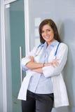 Vrouwelijke arts in een modern bureau Stock Foto