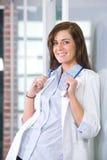 Vrouwelijke arts in een modern bureau Royalty-vrije Stock Foto