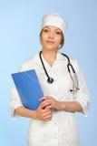 Vrouwelijke arts met een klembord Royalty-vrije Stock Afbeelding