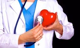 Vrouwelijke arts met het hart van de stethoscoopholding Royalty-vrije Stock Foto's
