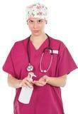 Vrouwelijke arts met vloeibare zeep Stock Foto's