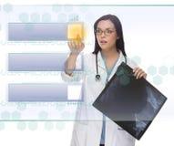 Vrouwelijke Arts of Verpleegster Pushing Blank Button Stock Fotografie