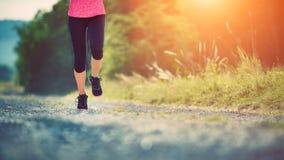 Vrouwelijke Atleet Runner Close-up op schoenen Stock Afbeelding